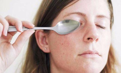 como eliminar las ojeras con cuchara
